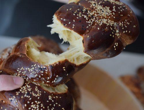 Συνταγή για πασχαλινά τσουρέκια – 5 χρήσιμες συμβουλές για πετυχημένο αποτέλεσμα