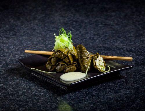 Ντολμαδάκια θαλασσινών με σάλτσα λεμονιού